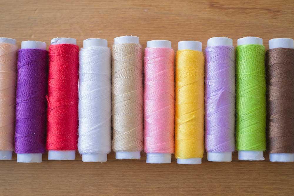 いろいろな色の糸